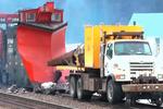 卡车跑在火车轨道上你见过吗?实拍国外铁路卡车!