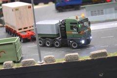 这么小的卡车也能遥控! 外国人太会玩 想搞一台吗?