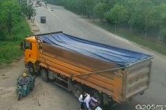 多人与死神擦肩而过 只因货车任性闯红灯