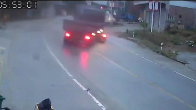 大货车过弯道漂移 网友:这才是真正的人车合一