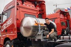 1350L罐体带智能增压 配AMT自动挡+液缓 LNG牵引车也有豪华配置!