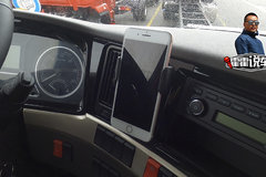为了解决放手机问题 这台车为你配备了手机支架