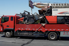 载着收割机走南闯北——领航ES5实现现代麦客的高效致富梦