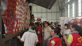 1100公里 25个小时 身处上海的卡车人携救灾物资驰援新乡
