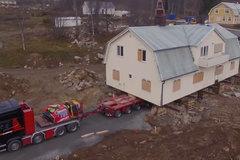 """斯堪尼亚""""搬家"""" 230吨的房子就这样轻松搬走了"""