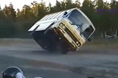 老司机才敢这么玩 这些危险路段他们这样通过!
