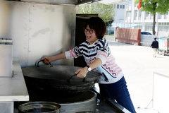 2000人吃饭小意思 学姐辣评移动炊事车