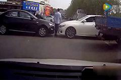 爆笑 跟霸道女司机抢车位 下场不忍直视