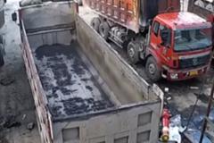 货车司机修车时 忘了一件事 命悬一线…