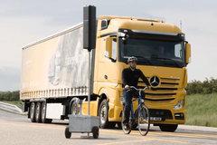 奔驰卡车辅助刹车系统 让碰瓷党无计可施