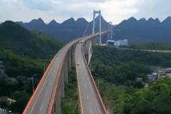 看完这个高速公路的航拍 谁敢再说贵州穷
