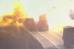 突发!杭景高速辆货车相撞 刮擦瞬间炸了