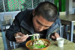 8天5000公里10顿饭  跑西藏的重卡司机都吃什么