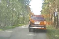 开车上路一定要低调 遇到这样的就尴尬了