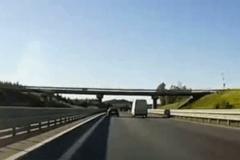九死一生!最新高速车祸视频集锦
