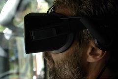 戴着VR眼镜开卡车 外国人表示他练了俩月